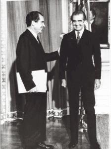 Dr. Amir Aslan Afshar tillsammans med USAs president, Richard Nixon.